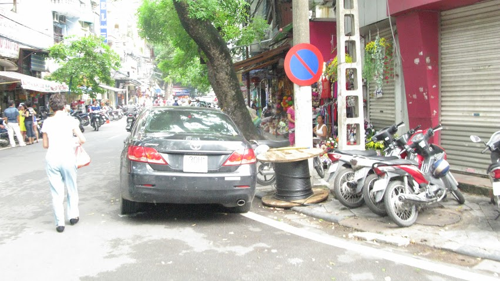 Nhếch nhác, nhốn nháo phố phường trung tâm Hà Nội - ảnh 4