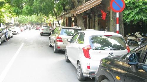 Nhếch nhác, nhốn nháo phố phường trung tâm Hà Nội - ảnh 15